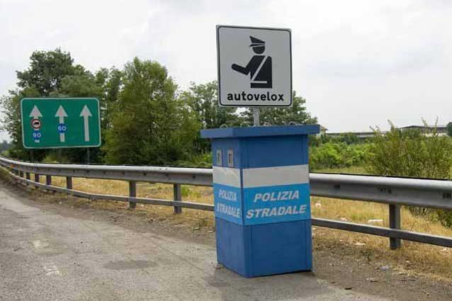 Autovelox, nuove norme su cartelli, distanza e visibilità: esodo di agosto primo vero test