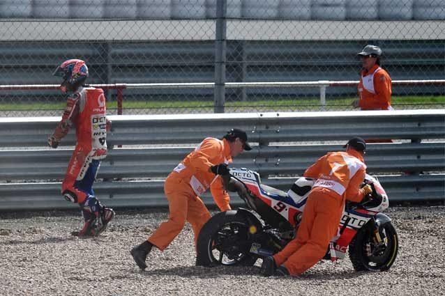 MotoGP: Silverstone, Petrucci rimonta ma viene steso da Iannone addio Top 10