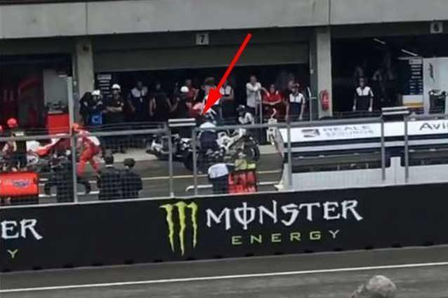 MotoGP Brno, dopo Iannone anche un altro incidente nei cambi moto ai box