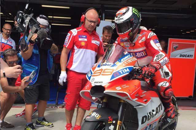 Jorge Lorenzo scende in pista con la nuova carena Ducati / Ducati Motor