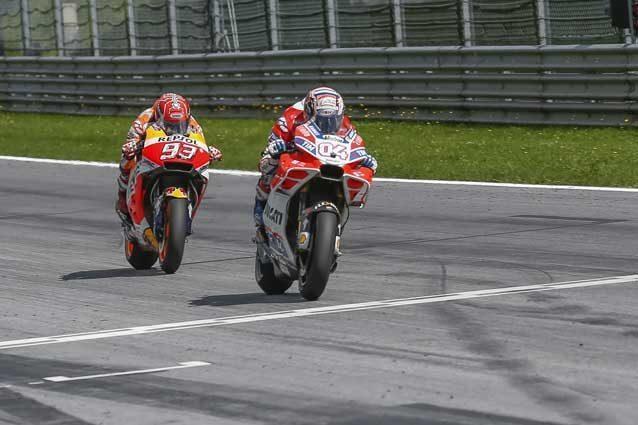 Andrea Dovizioso e Marc Marquez al traguardo del Gp d'Austria / GettyImages