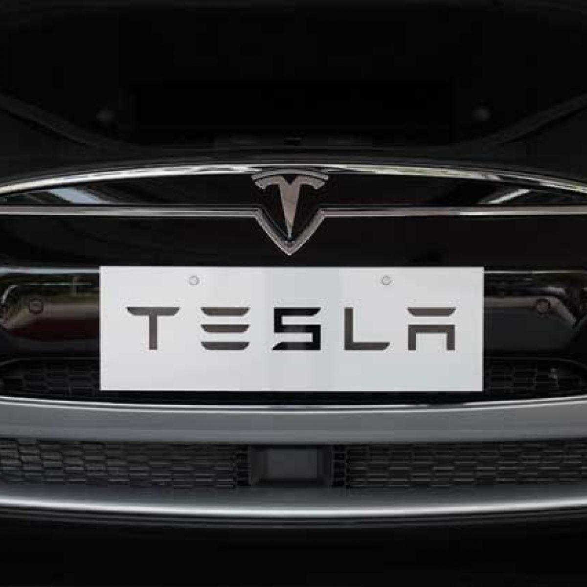 beb5a3fbce Tesla frena in Borsa, consegne sotto le attese e taglio dei prezzi negli Usa