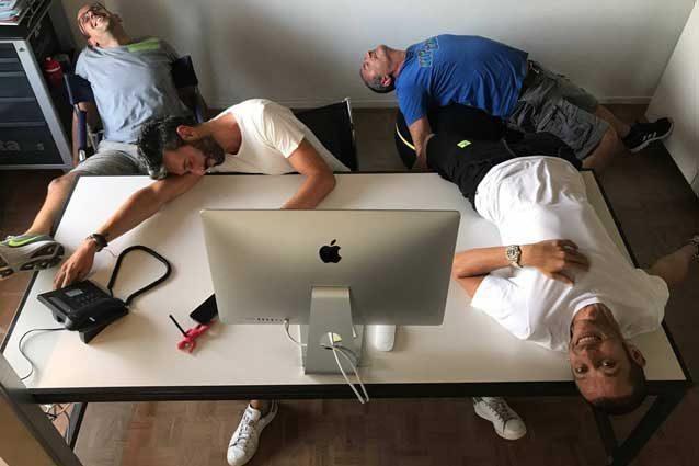 Valentino Rossi insieme ad Aldo Drudi e i suoi collaboratori / Facebook