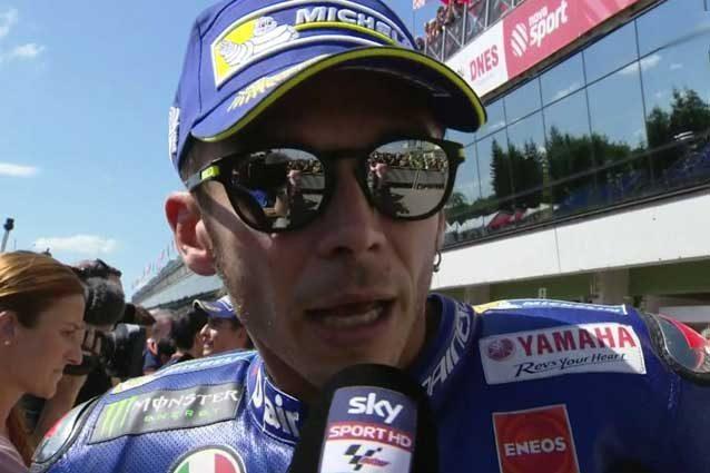 Valentino Rossi al parco chiuso a Brno / MotoGp.com