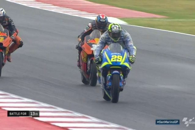 Iannone in 13° posizione, tallonato dalle KTM
