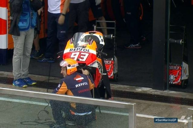 La Honda di Marquez è pronta al box