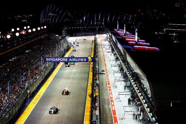 Hamilton precede Ricciardo