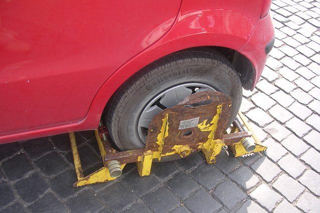 Fermo amministrativo dell'auto: se non c'è preavviso la multa è nulla