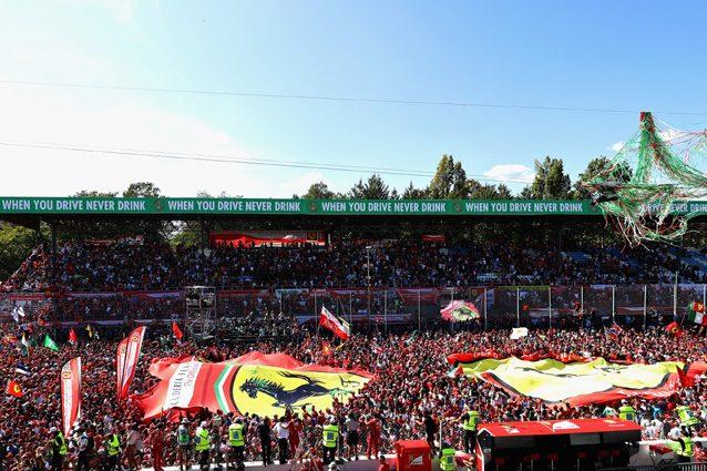La pista di Monza invasa dai tifosi – Getty Images