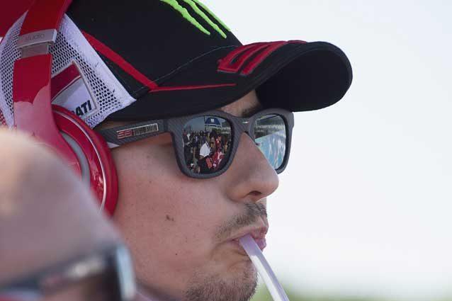 """Lorenzo, l'affronto a Valentino Rossi: """"Ha vinto senza rivali"""""""
