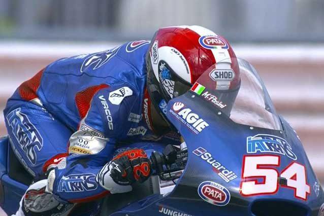 Mattia Pasini in pista con le indimenticabili grafiche di Marco Simoncelli / MotoGp.com