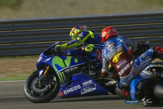 Tito Rabat rischia di travolgere Valentino Rossi / MotoGP.com