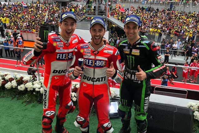Dovizioso con Lorenzo e Zarco sul podio di Sepang / MotoGP.com