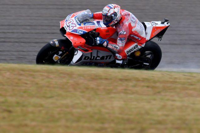 GP del Giappone: capolavoro Dovizioso, battuto Marquez. Finalmente Petrucci e Iannone top