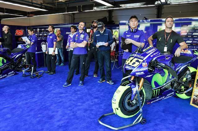 Il box del team Movistar Yamaha MotoGP / Getty