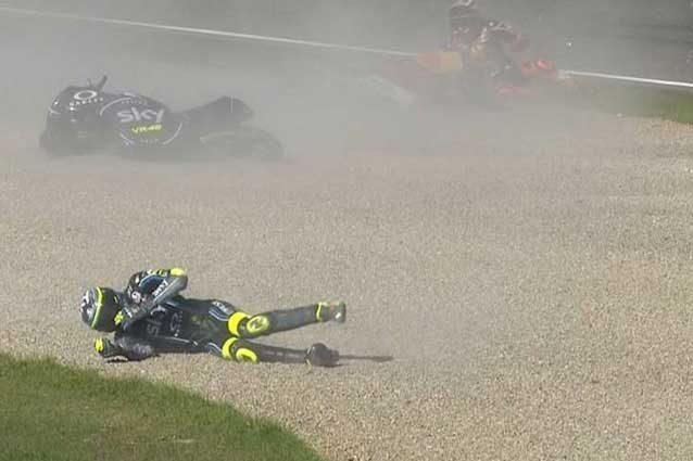 Incidente Nicolò Bulega/ Video Moto3 Valencia: lussazione alla caviglia, salta il Gp