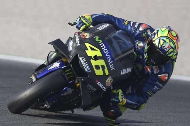 Valentino Rossi durante i test di Valencia con la nuova carena aerodinamica / Yamaha Movistar
