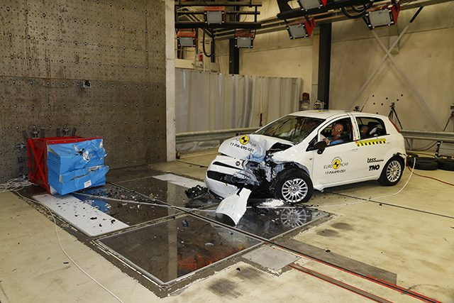Disastro ai Crash Test, la Fiat Punto è da zero stelle: bocciatura netta di Euro NCAP