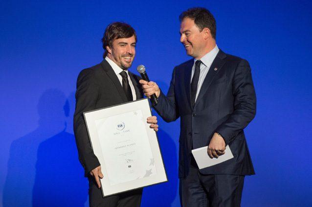 Fernando Alonso riceve il certificato di introduzione nella Hall of Fame – Getty images