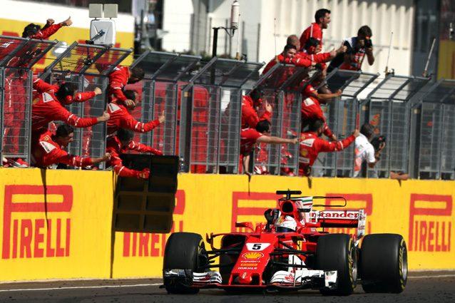 I meccanici della Ferrari esultano dopo la vittoria in Ungheria – Getty images