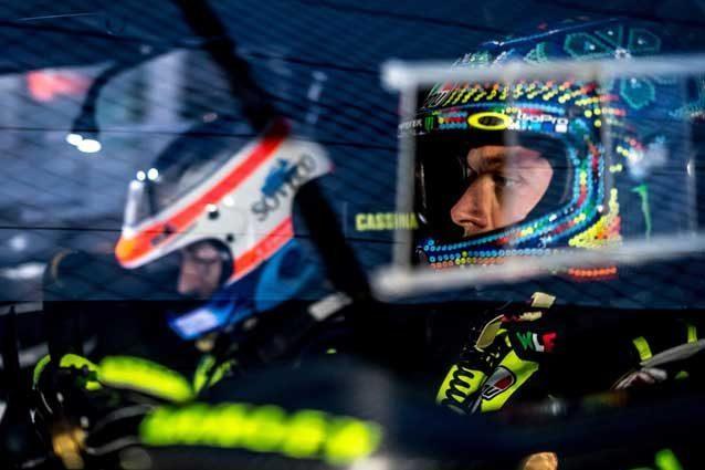 Monza Rally Show, Valentino Rossi vola al comando, doppia penalità per Mikkelsen-Neuville