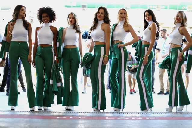 Le Grid girls prima di un Gran Premio – Getty images