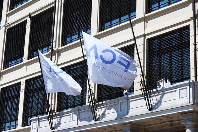 Le bandiere Fca – LaPresse