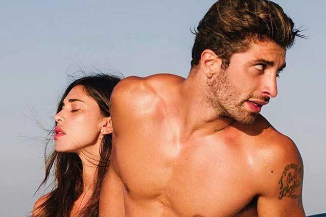 Belen Rodriguez e Andrea Iannone in barca a Ibiza / Instagram