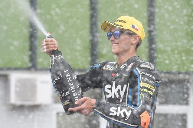 Luca Marini sul podio a Brno dopo il secondo posto conquistato nel Gp della Repubblica Ceca / Getty Images
