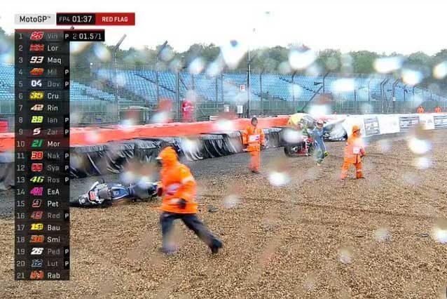 MotoGP, i primi soccorsi a Tito Rabat dopo l'incidente di Silverstone