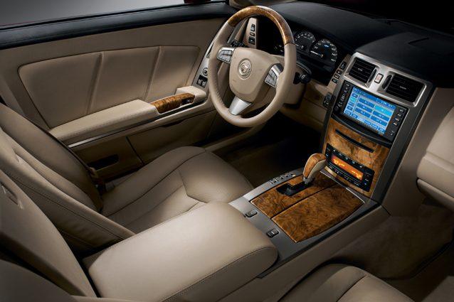 Gli interni della Cadillac XLR