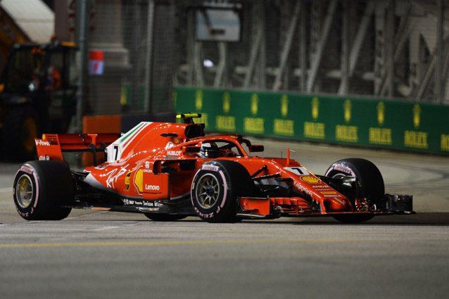 A Singapore la Ferrari sbaglia, Hamilton no e si prende la pole