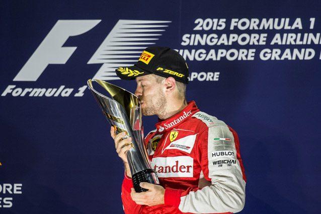 Sebastian Vettel festeggia la vittoria a Singapore nel 2015 – Getty images