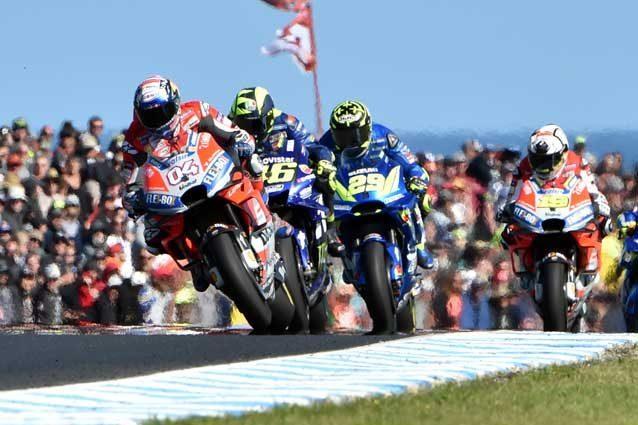 MotoGp, Sepang: Marquez vola in pole, Rossi è terzo