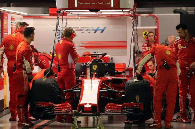 La Ferrari ai box – LaPresse