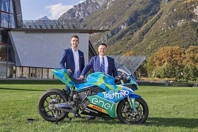 Matteo Ferrari con Fausto Gresini svelato la livrea della Energica Ego Corsa schierata dal team Trentino Gresini racing MotoE