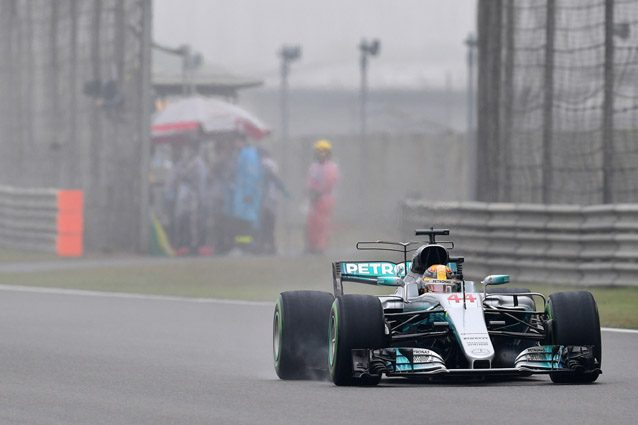 Hamilton leader ad Austin Vettel -3 posti in griglia