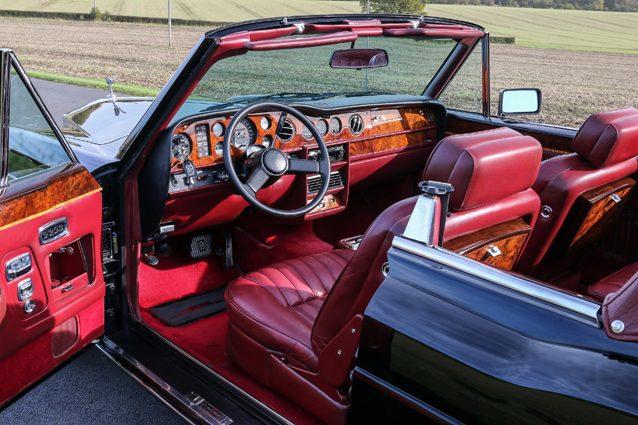 Gli interni dell'auto che fu di Frank Sinatra
