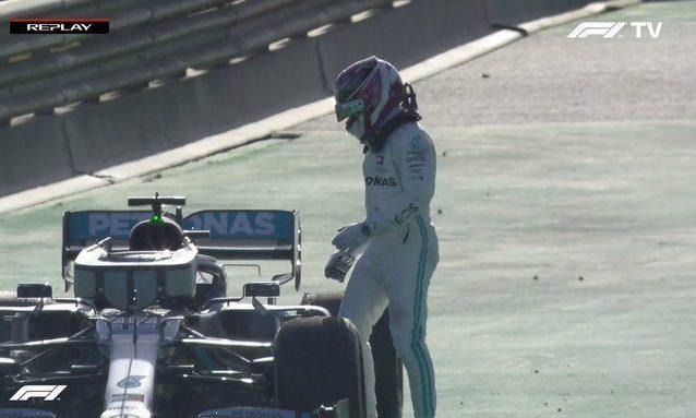 F1, la Mercedes di Hamilton ferma in pista: ecco cosa sta ac