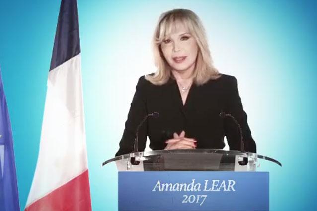 """La provocazione di Amanda Lear: """"Mi candido alle Presidenziali Francesi del 2017"""""""