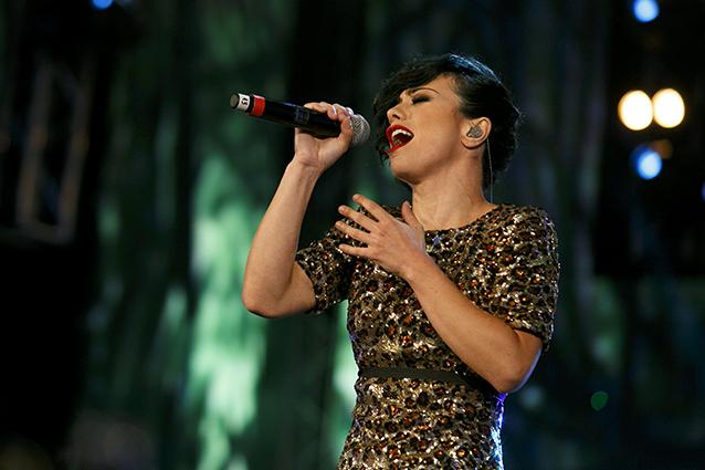 Sanremo 2016, Dolcenera canta 'Ora o mai più' al Festival
