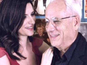 Laura Pausini dedica il nuovo video al papà e annuncia il tour mondiale