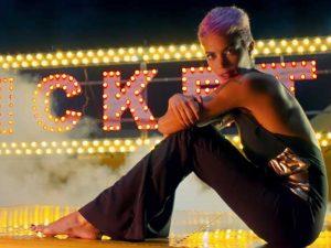 """""""L'imperfezione della vita"""" è il nuovo singolo di un'Elodie al Circo (con la coda)"""