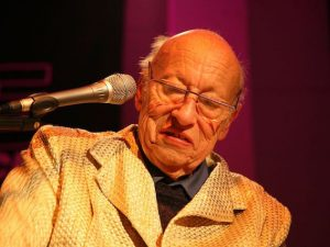 Jean–Jacques Perrey, foto di bthrewww [CC BY–SA 2.0 (http://creativecommons.org/licenses/by–sa/2.0)], via Wikimedia Commons