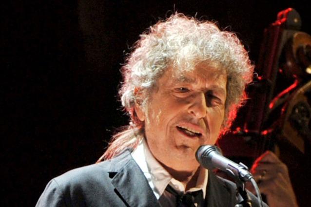 Bob Dylan raggiunge la prima posizione in classifica, non er