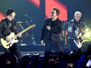 U2 sul palco dell'iHeartRadio Music Festival (Kevin Winter/Getty Images)