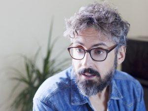 """Con """"A casa tutto bene"""", Brunori Sas colpisce al cuore l'Italia"""