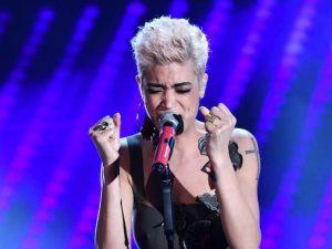 """Sanremo 2017, Elodie canta """"Quando finisce un amore"""" di Riccardo Cocciante"""