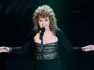 """Sanremo 2017, Fiorella Mannoia canta la cover di """"Sempre e per sempre"""" di De Gregori"""