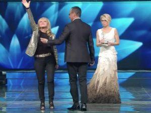 """Sanremo 2017, Rita Pavone premiata per i 55 anni di carriera: """"Sono stata una pioniera"""""""